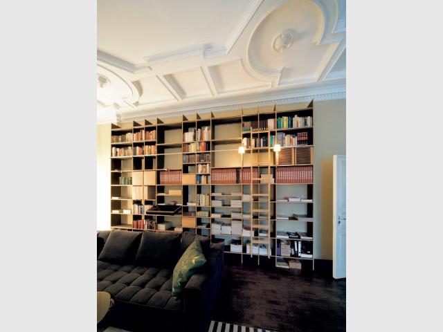 Un plafond décoré de moulures originales - Un plafond original