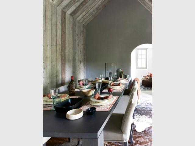 Un plafond recouvert de lambris effet vieilli - Un plafond original