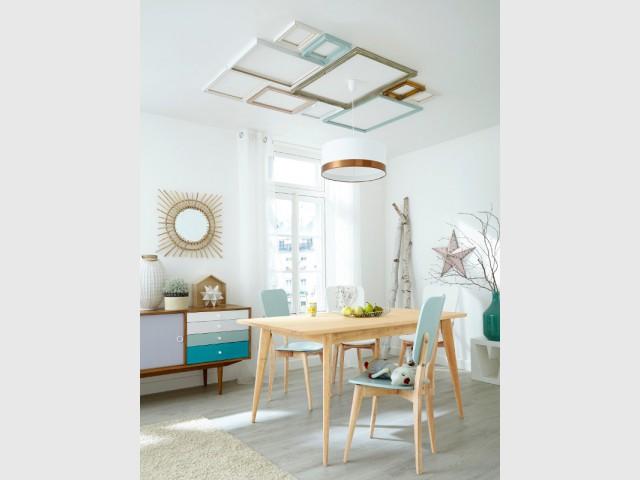 Un plafond décoré de cadres colorés vintage - Un plafond original