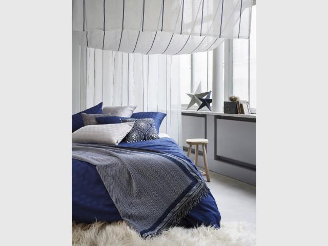 Nuance de bleu saphir pour une chambre d'inspiration marine - Idées pour une chambre bleue