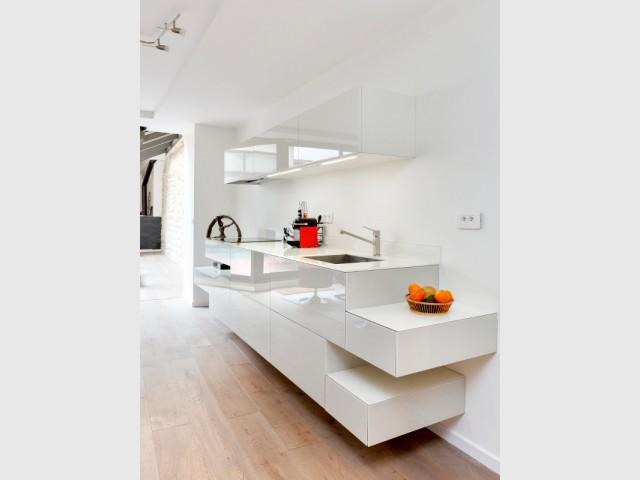 Un blanc laqué pour des rangements quasi invisibles - Une cuisine ultra-discrète