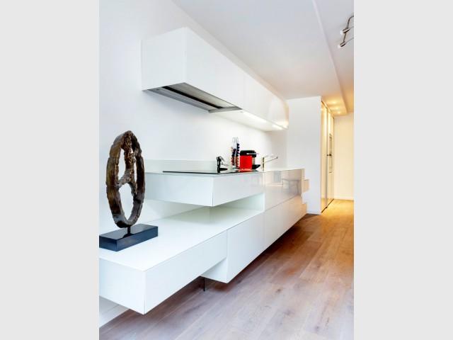 Plan de travail de cuisine ou meuble TV ? - Une cuisine ultra-discrète