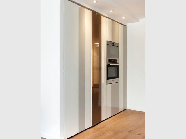 Des colonnes encastrées pour dissimuler l'électroménager - Une cuisine ultra-discrète