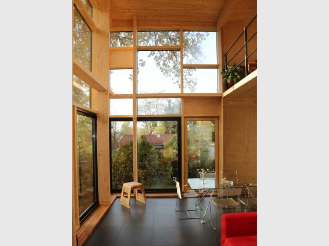 Façade sud/ouest presque entièrement vitrée - Une maison transformée grâce à une seconde peau