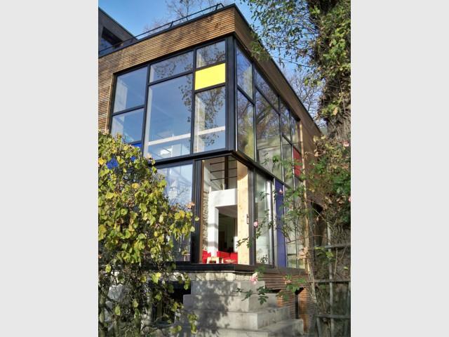 Une façade atypique qui attire l'œil  - Une maison transformée grâce à une seconde peau