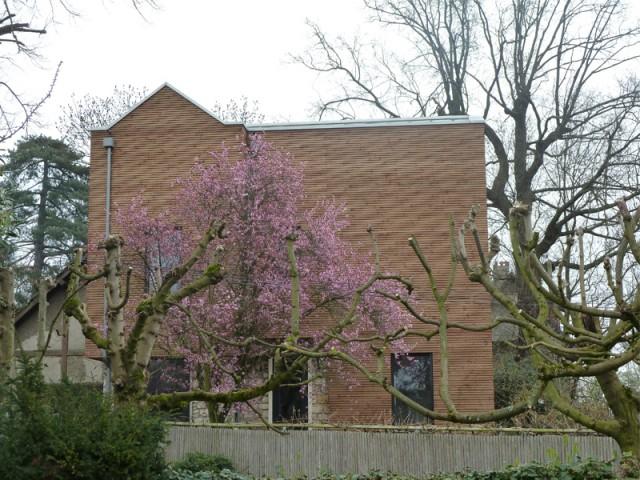 Façade nord/ouest fermée - Une maison transformée grâce à une seconde peau