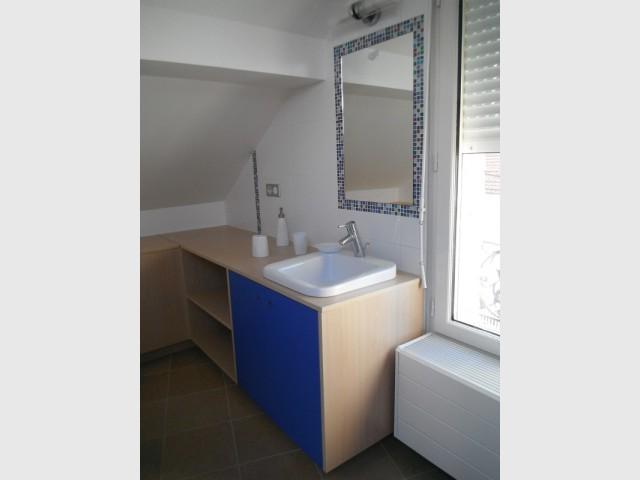 Une salle de bains en harmonie avec la chambre