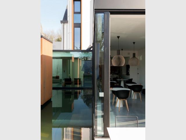De grandes baies vitrées pour gommer la frontière entre intérieur et extérieur - Ceder 10