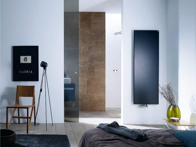 Une porte en verre pour séparer la chambre de la salle de bains - Séparer la chambre de la salle de bains dans une suite parentale