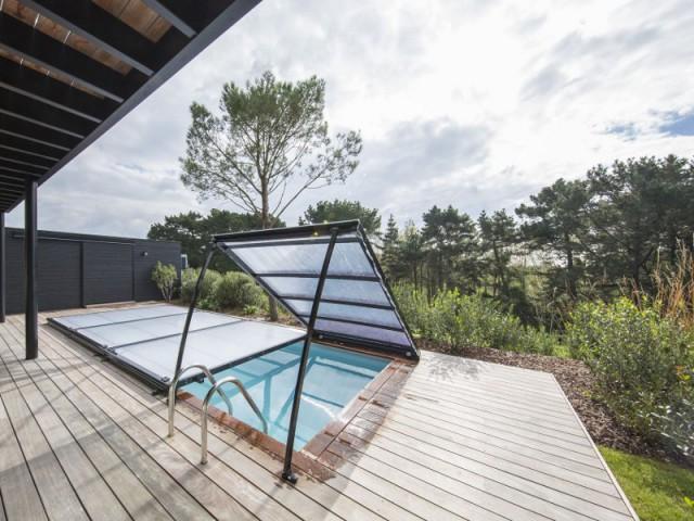 Un abri plat pour conserver la vue sur le jardin - Un abri plat discret et moderne