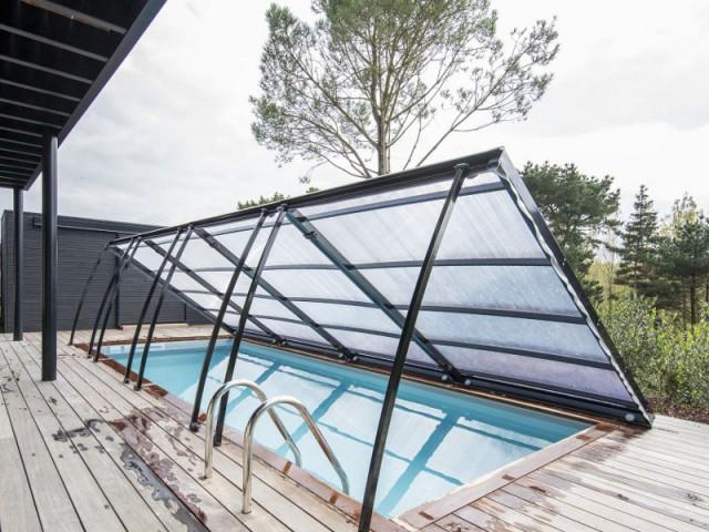 Un entretien de la piscine simplifié  - Un abri plat discret et moderne