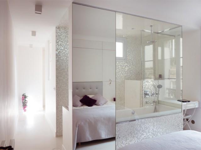Jeu de transparence entre la chambre et la salle de bains - Un 115 m2 se réinvente autour d'une cuisine