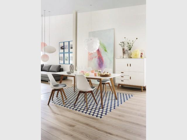 Un sol bicolore pour une salle à manger bien délimitée - Dynamiser sa salle à manger