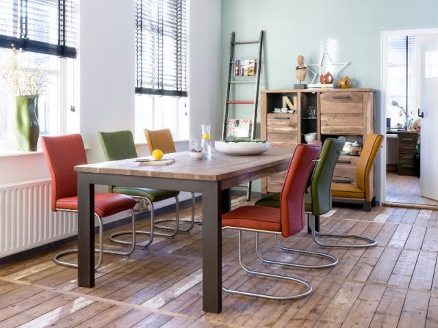 Des fauteuils colorés pour une salle à manger vintage - Dynamiser sa salle à manger