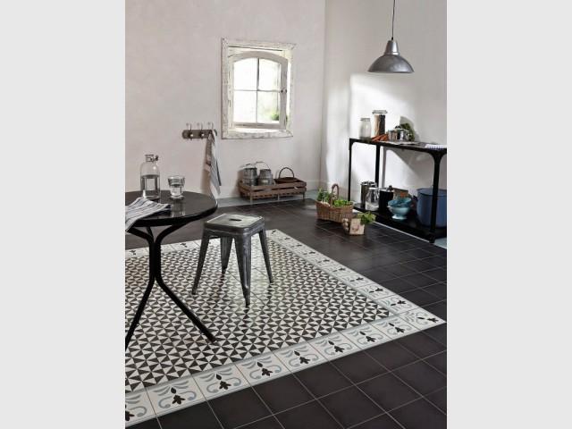 Des carreaux de ciment pour délimiter sobrement l'espace cuisine de la salle à manger - Délimiter un espace grâce au sol