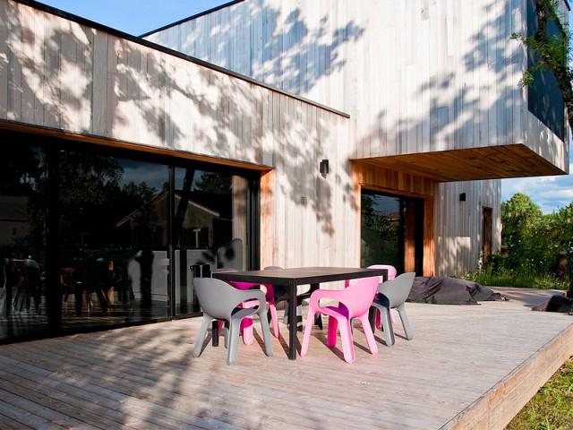Le bois, matériau omniprésent  - Une maison construite entre les arbres