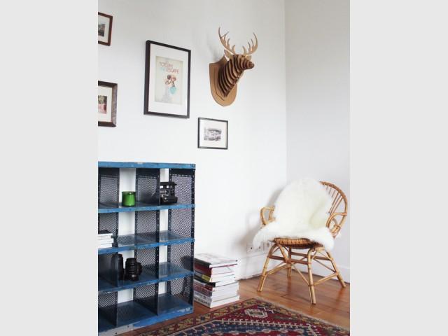 Un fauteuil en rotin vintage pour créer un coin lecture - Le rotin dans la maison