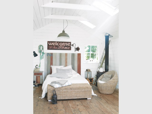 Un banc et un fauteuil cocon en rotin pour une chambre tout en douceur - Le rotin dans la maison