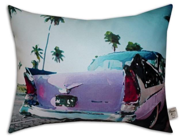 Un coussin Cadillac pour un canapé rétro - La tendance Floride envahit les intérieurs