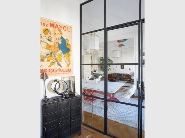 Une verrière d'intérieur sur-mesure pour s'adapter à la grande hauteur sous plafond - Une verrière d'intérieur pour créer un coin bureau