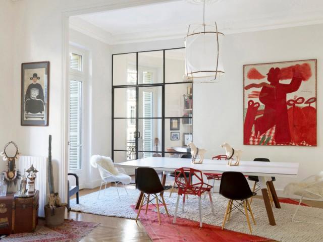 Une verrière industrielle qui contraste avec le style haussmannien - Une verrière d'intérieur pour créer un coin bureau