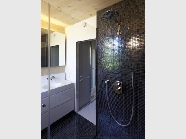 Des salles d'eau inspirées par le Japon - Une maison passive alliant inspiration japonaise et performances énergétiques