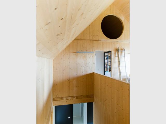 Les combles utilisés comme salle de jeux ou chambre d'amis  - Une maison passive alliant inspiration japonaise et performances énergétiques