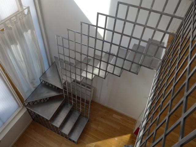 Après : un escalier en acier ultra contemporain  - Une escalier en acier pour redynamiser une pièce