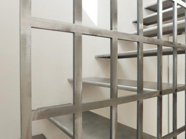 Une technique d'assemblage originale pour un rendu haut en couleur - Une escalier en acier pour redynamiser une pièce