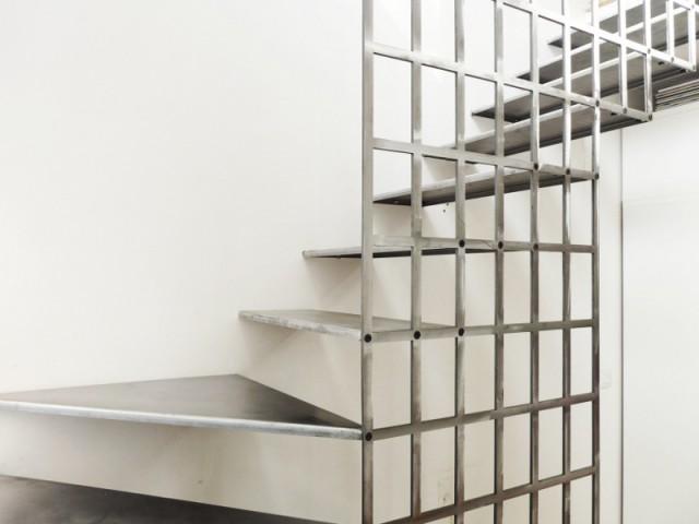 Différentes teintes pour différents effets - Une escalier en acier pour redynamiser une pièce