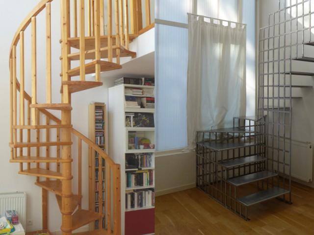 Un escalier en acier métamorphose une pièce de vie - Une escalier en acier pour redynamiser une pièce