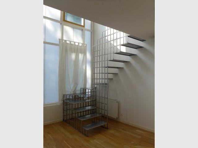 Après : Un escalier en acier pour réinventer un espace salon - Une escalier en acier pour redynamiser une pièce