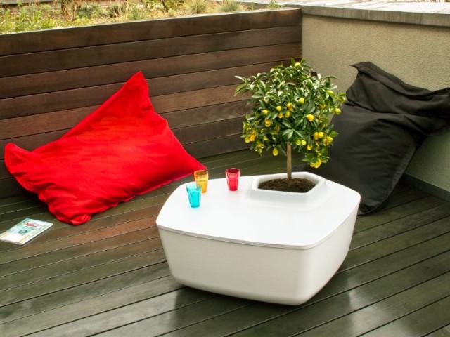 Des poufs colorés pour un balcon contemporain - Solutions pour un mini balcon