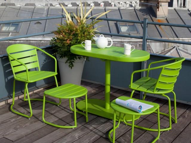 Une table et des fauteuils qui s'imbriquent pour un balcon dégagé - Solutions pour un mini balcon