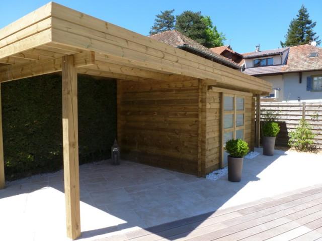 De nouveaux claustras bientôt installés dans le jardin - Une piscine magnifiée par une installation graphique