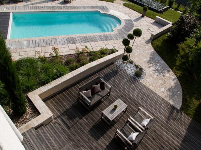 Une piscine magnifiée par une installation