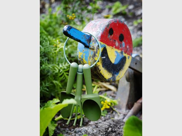 10 objets malins pour jardiner avec les enfants. Black Bedroom Furniture Sets. Home Design Ideas