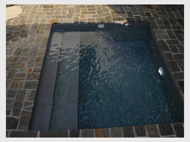 Une piscine en kit pré-industrialisé : de la théorie à la pratique - Une petite piscine au coeur d'une cour intérieure