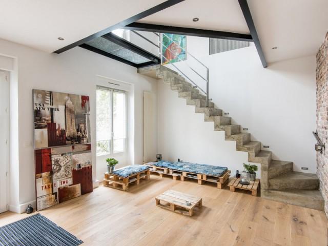 2 appartements r unis en un duplex industriel. Black Bedroom Furniture Sets. Home Design Ideas