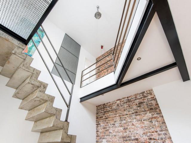 Métal, brique, béton, les codes d'une architecture industrielle - Deux appartements réunis en un duplex