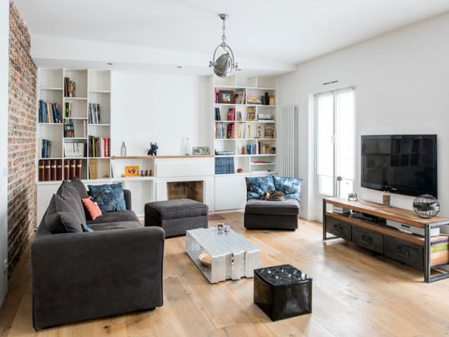 Un faux plafond de biais pour équilibre la pièce - Deux appartements réunis en un duplex