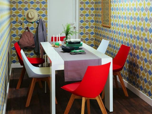 ambiance des chaises d pareill es pour une salle manger personnalis e. Black Bedroom Furniture Sets. Home Design Ideas