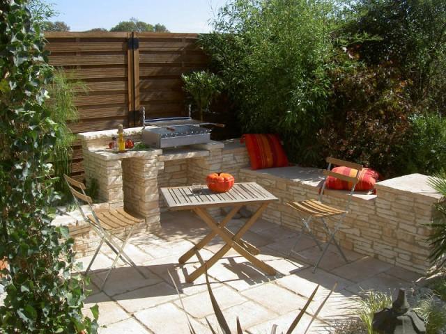 Une clôture en bois pour un jardin naturel - Un jardin delimité pour plus d'intimité