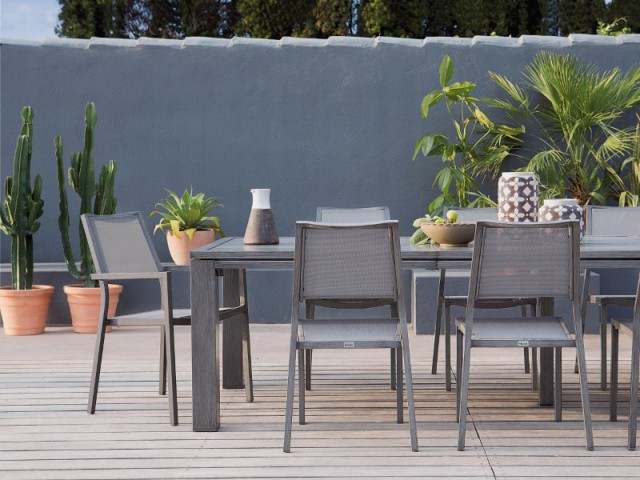 Une clôture en pierre pour un jardin méditerranéen  - Un jardin delimité pour plus d'intimité