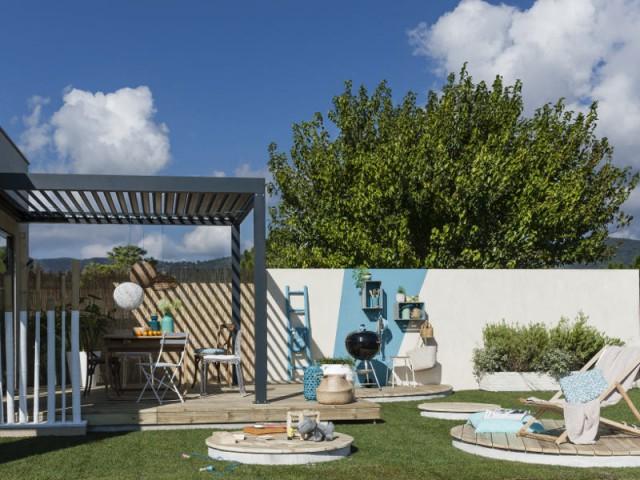Une clôture tout en contrastes pour un jardin plein de créativité - Un jardin delimité pour plus d'intimité