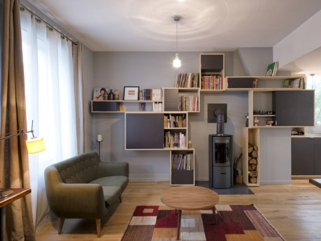 Un salon très lumineux à la place d'une salle de café - Un café traditionnel transformé en bureau et logement privé
