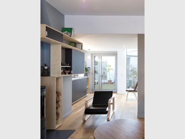 Une courette de café transformée en petit jardin - Un café traditionnel transformé en bureau et logement privé