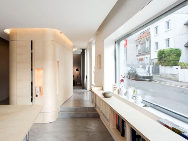 Un café traditionnel transformé en bureau et logement privé