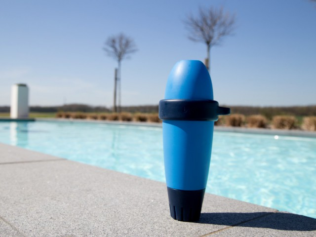 Analyseur de piscine intelligent blue by Riiot