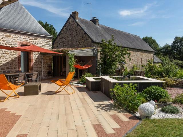 Un coloris chêne clair pour une terrasse... en béton  - Une terrasse en béton pour un effet bois